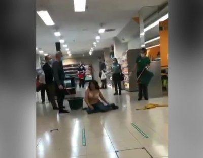 Una mujer agrede a una cajera en Mercadona, se desnuda y acaba