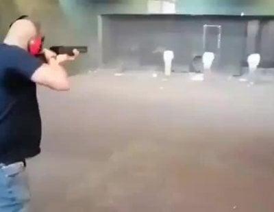 Vídeo amenazante de un hombre disparando a fotografías de miembros del Gobierno