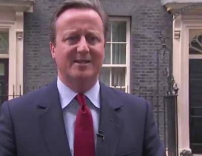 Cameron es pillado cantando tras anunciar su salida como Primer Ministro