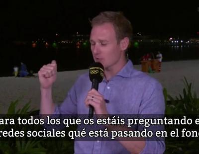 Un periodista de Río 2016 'pilla' en directo a una pareja en la playa