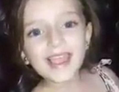 Una bomba interrumpe a esta niña siria mientras cantaba una canción