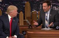Jimmy Fallon despeina en directo a Donald Trump